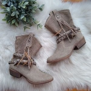 Coconuts by Matisse • Fringed western style boots